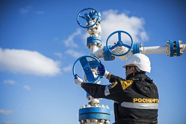 """ЦДУ ТЭК: """"Роснефть"""" снизила добычу нефти в январе-мае на 4,2%"""