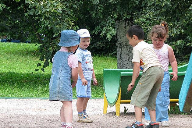 Медведев: Ежемесячные пособия на третьего и последующих детей составят в среднем 7 тыс руб