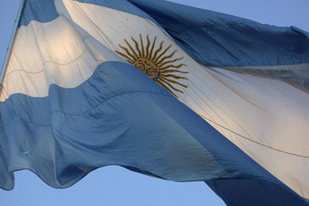 "S&P снизило рейтинг Аргентины до ""B-"", Fitch - до ""CCC"""