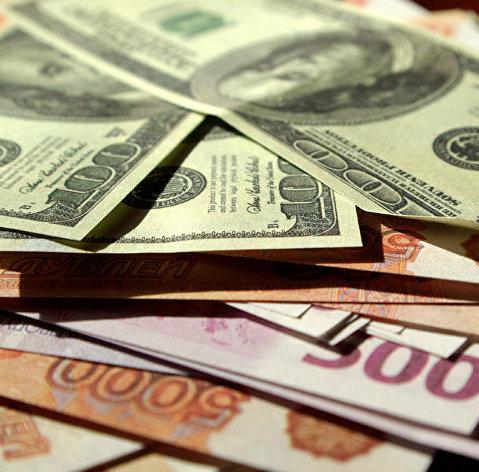 Рубль стабилен к доллару и евро после ожидаемого снижения ставки ФРС
