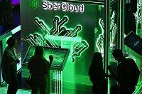 "Монитор суперкомпьютера ""Кристофари"" на стенде дочерней компании Сбербанка SberCloud"
