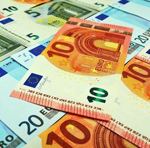 Евро дорожает к доллару после двух дней снижения