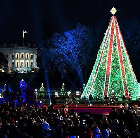 Зажжение национальной рождественской ели в Вашингтоне