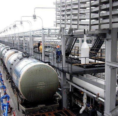 Нефть дешевеет на рисках вокруг падения спроса на сырье