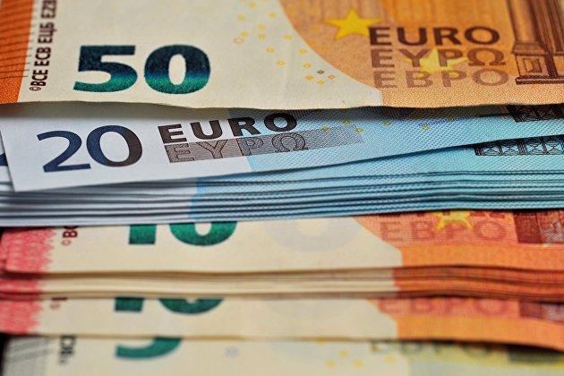 Евро обновил максимум за три месяца к доллару