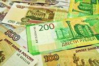 Банкноты номиналом 100, 200 и 500 рублей