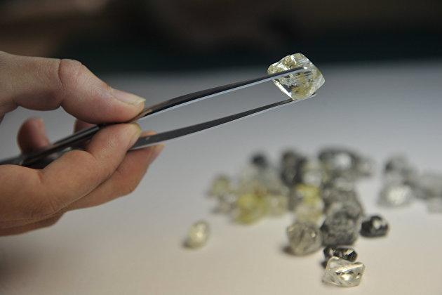 """830920381 - """"Алроса"""" обсуждает возможность покупки алмазов в Гохран"""