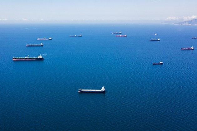Мировые цены на нефть в понедельник утром опускаются на коронавирусных рисках и опасениях за спрос