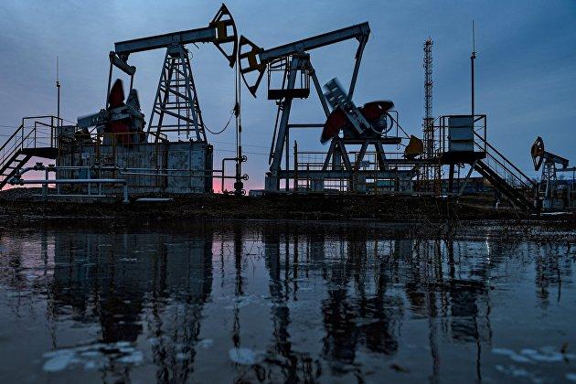 831351214 - Снижение цен на нефть усилилось на ожидании роста предложения