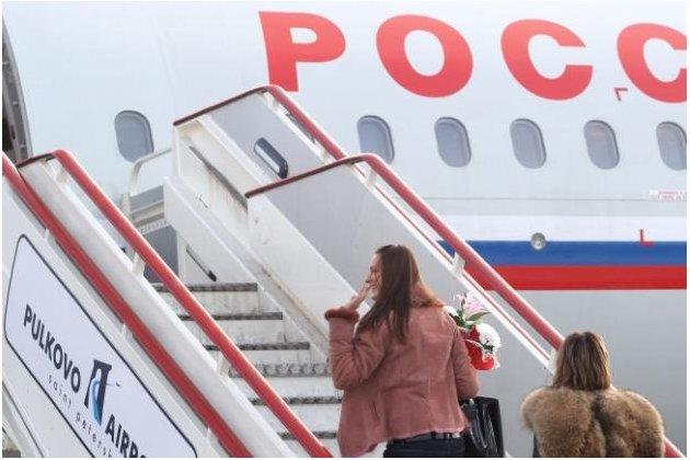 """Авиакомпания """"Россия"""" ведет расследование после видео с якобы протекшим потолком самолета"""