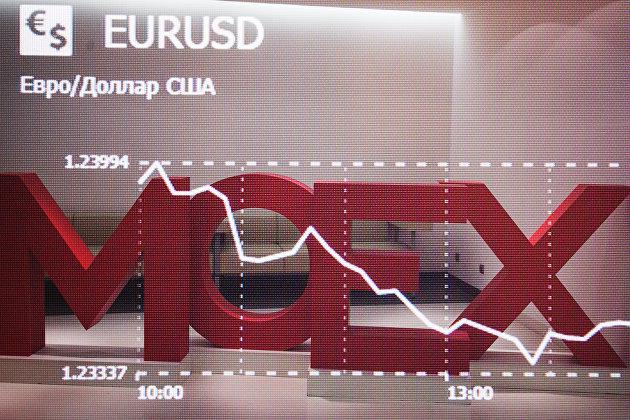 Российские индексы завершили день разнонаправленно на росте рубля