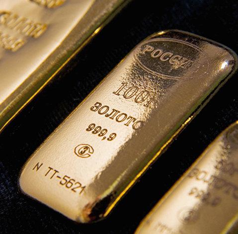 Золото дешевеет на фоне общего падения мировых рынков