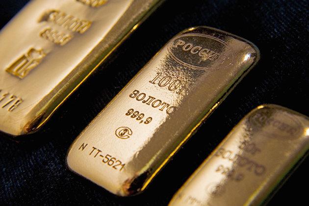 Цена на золото возобновила падение