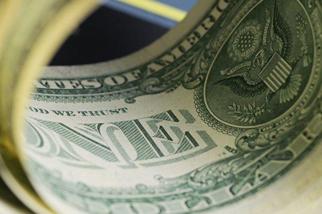 831424780 - Средневзвешенный курс доллара снизился до 76,21 рубля