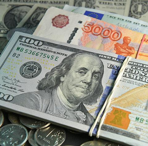 Эксперты назвали факторы, спасающие рубль от краха
