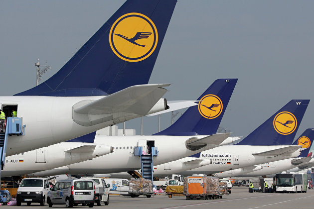 "S&P понизило рейтинг Lufthansa до ""BB-"" с ""BB"""