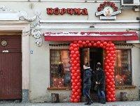 """Вход в ресторан """"Корчма Тарас Бульба"""" в Москве"""
