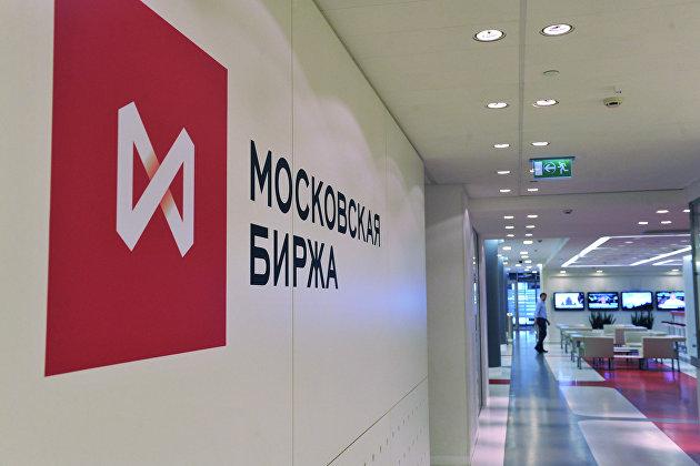 Российский рынок акций растет в начале дня вслед за мировыми площадками