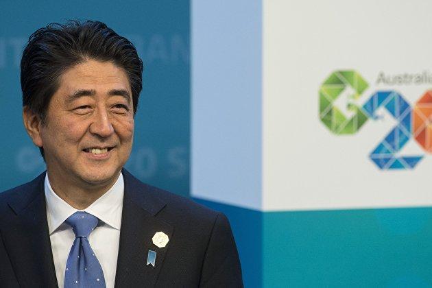 *Премьер-министр Японии Синдзо Абэ
