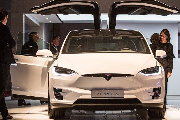 Акции Tesla дешевеют более чем на 7%