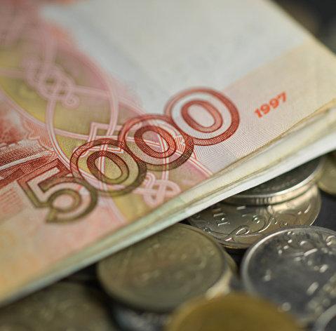Российский рынок акций вырос, рубль вернулся к снижению