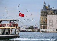 Отдыхающие на корабле в районе Кадыкей города Стамбул