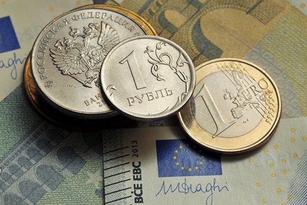 Рубль повышается к доллару и к евро