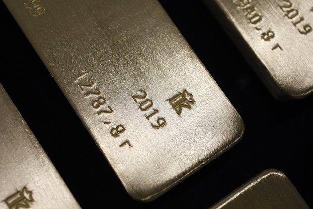 Стоимость серебра ускорила темпы падения до 8%