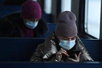 Пассажиры в электропоезде в Новосибирске