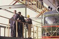 Председатель профсоюзного комитета Московской железной дороги Николай Павлюк (слева) с рабочими депо Москва-Сортировочная.