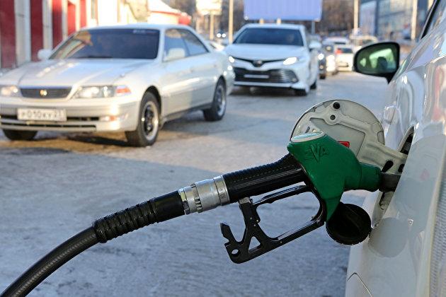 Росстат: розничные цены на бензин в России снижаются, средняя цена упала на 5 копеек