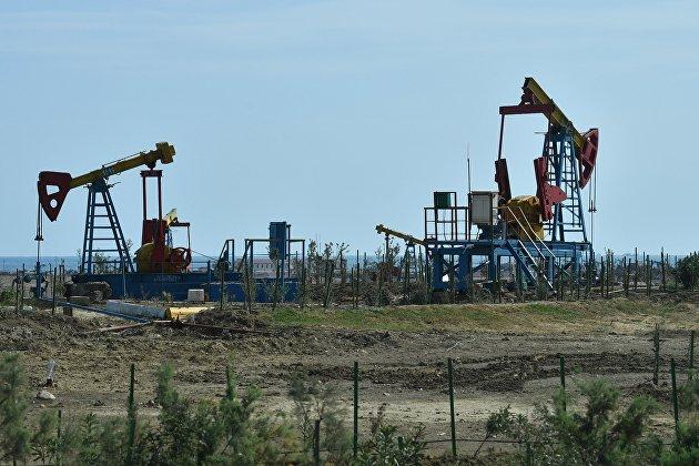 Мировые цены на нефть снижаются, инвесторы оценивают риски снижения спроса на это сырье