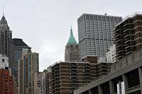 Небоскребы Манхэттена в окрестностях Бруклинского моста в Нью-Йорке. в центре - небоскреб на Уолл-стрит 40.