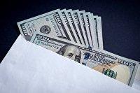 Конверт с долларовыми купюрами