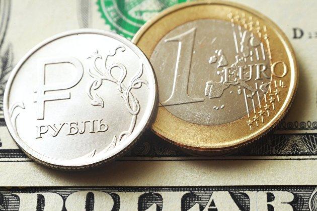 Официальный курс евро на четверг снизился до 87,6 рубля