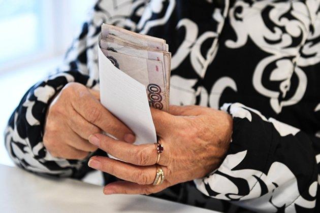 Это неспроста. Почему вкладчики снова ринулись забирать свои деньги из банков...