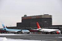Самолеты у терминала F в аэропорту Шереметьево.