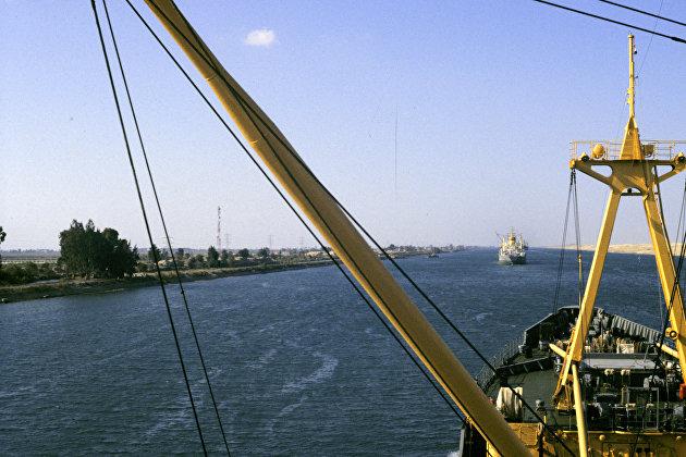 Россия предложила помощь в разблокировке Суэцкого канала