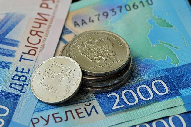 Рубль уверенно растет, несмотря на падение рынка нефти