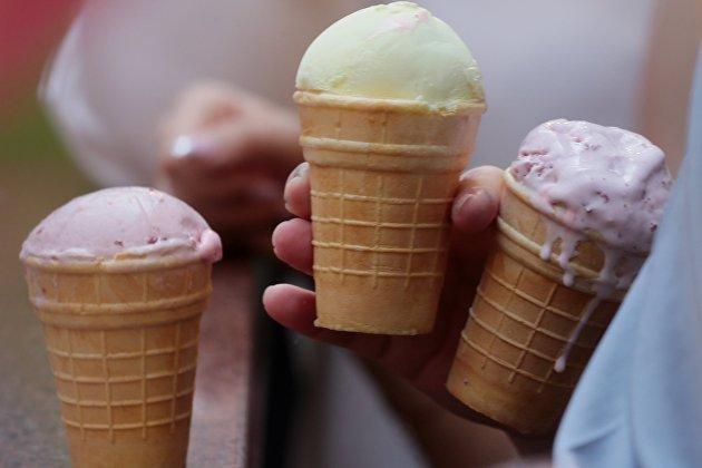 Власти не намерены переносить срок маркировки мороженого и сыров в России