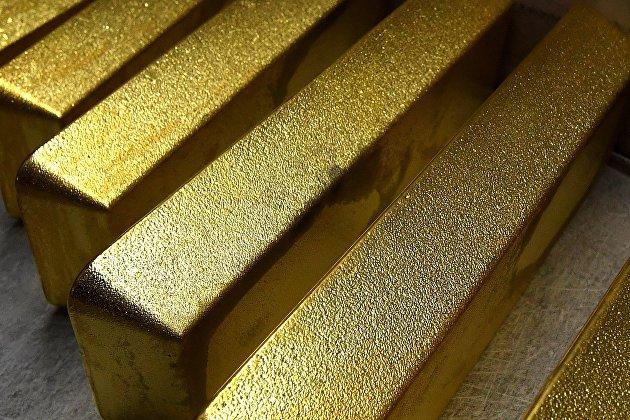 Золото дешевеет на росте курса доллара и доходности облигаций