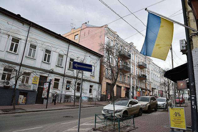 Почти половина жителей Украины жалуется на нехватку денег