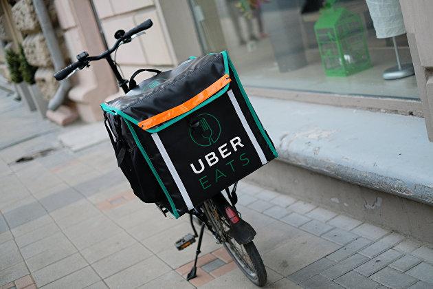 Велосипед курьера UberEats.