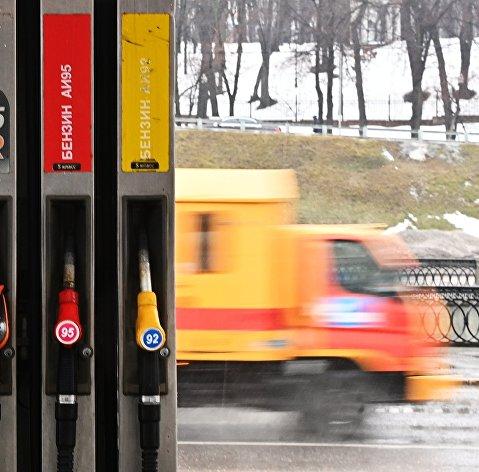 Росстат отметил рост цен на бензин в России за май