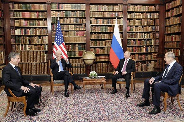 Переговоры Путина и Байдена начались в узком составе