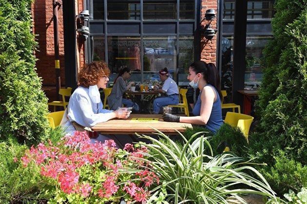 В ресторанной отрасли Москвы заявили, что власти пока не планируют новых ограничений из-за COVID