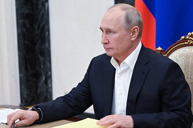 Путин продлил действие продовольственного эмбарго в ответ на санкции против России на 2022 год