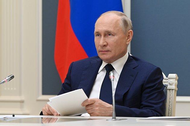 Владимир Путин: перед Госдумой стоит задача вытащить значительное число людей из бедности
