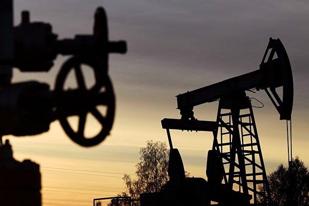 Запасы нефти в США за неделю выросли максимальными темпами с марта, до 427 миллионов баррелей